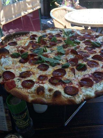Cristino's Coal Oven Pizza: Quattro formaggio plus pepporoni