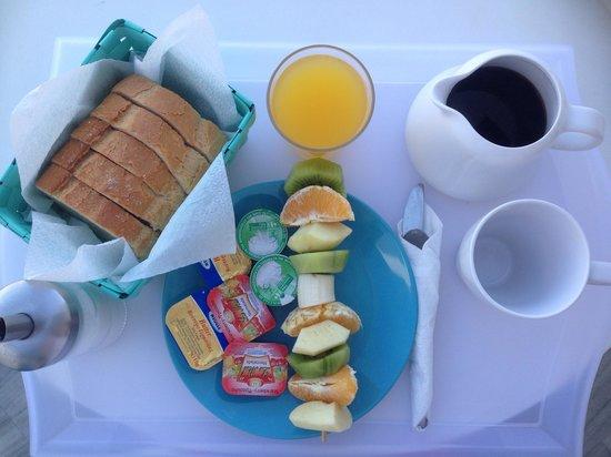Summer Inn Parikia: Breakfast at The Young Inn