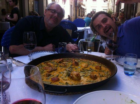 Civera Marisquerias: Paella con Amigos.