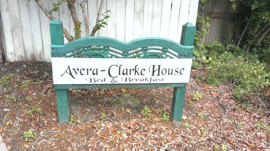 Avera-Clarke House Bed & Breakfast : Sign