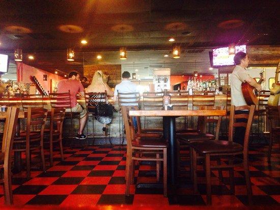 Santa Catarina: Indoor dining and bar.