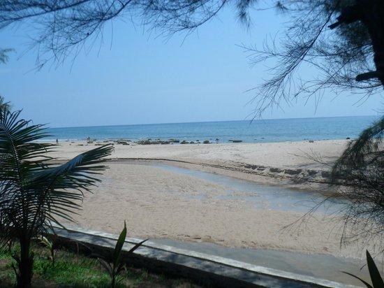 Good Days Lanta Beach Resort: Plage