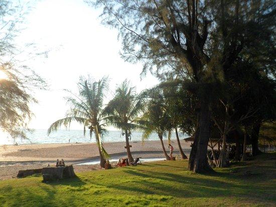 Good Days Lanta Beach Resort: Plage 2