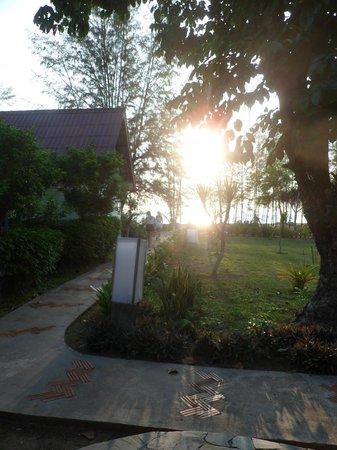 Good Days Lanta Beach Resort: Vue de la chambre