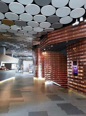 The Gates Diagonal Barcelona: hotel foyer with a futuristic feel