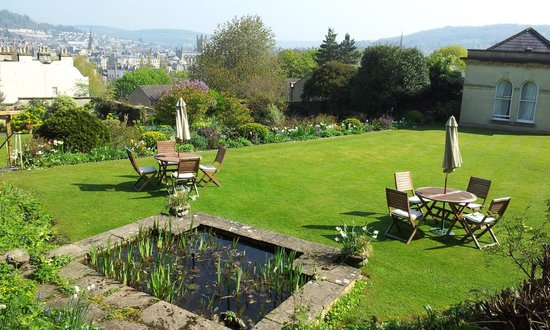 Paradise House B&B: Garden and view beyond