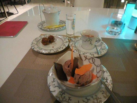 Nahaam : Chocolate icecream and espresso for dessert