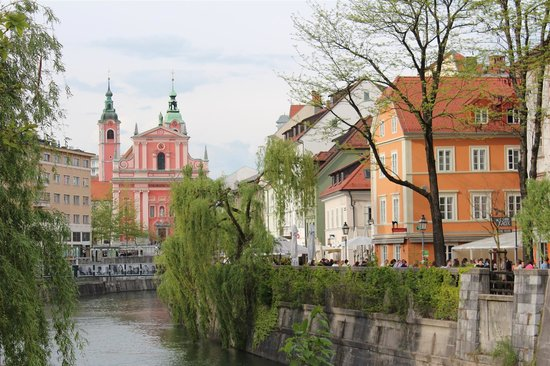 Antiq Palace Hotel & Spa: View of river in Ljubljana