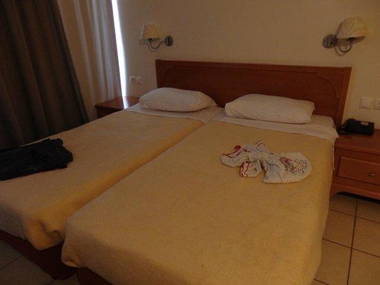 Litsa's Lefkoniko Beach Hotel : Our room
