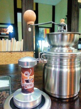Amarelo Cafe - Restaurante: Molinillo y Tamper