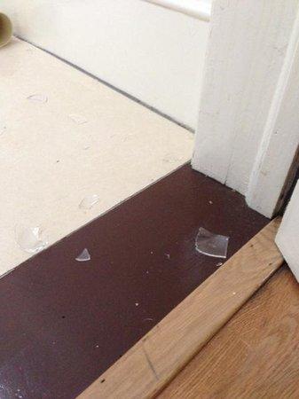 Lancaster Gate Hyde Park Apartments: broken glass