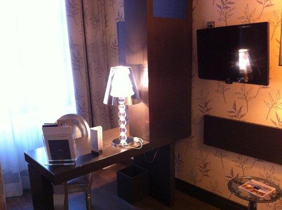 Barceló Brno Palace: My room - desk