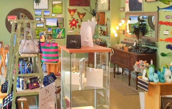 A Little Mad Island Gift Shop & Gallery