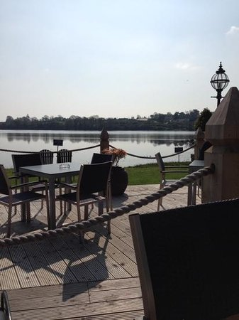 Ferrycarrig Hotel: sitting on the deck on a glorious sunny day...