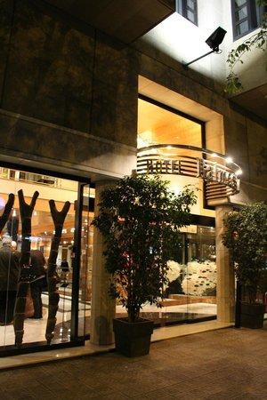 Hotel Balmes: hotel front at night