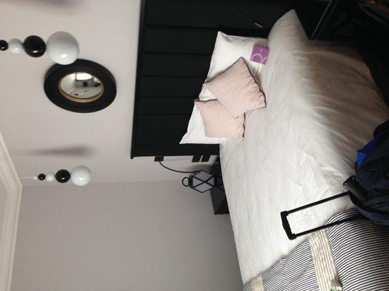 Mercure Paris Wagram Arc de Triomphe : The bed