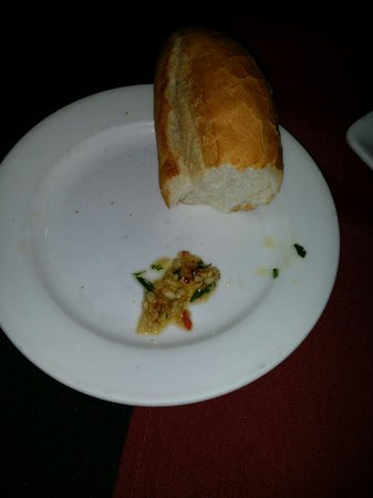 La Famiglia: Awesome bread with olive oil and garlic served before the meal.