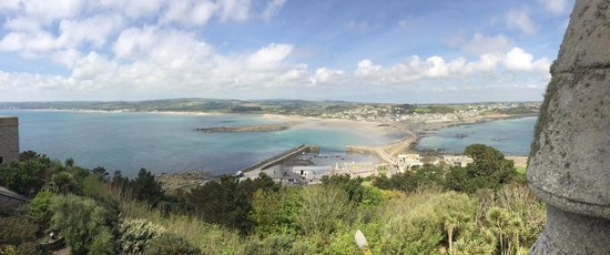 St. Michael's Mount: Panoramic view from the top of the castle down to the island harbour.