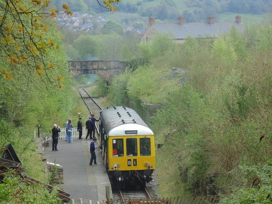 Ecclesbourne Valley Railway : Looking down from the Stone Centre towards Wirksworth