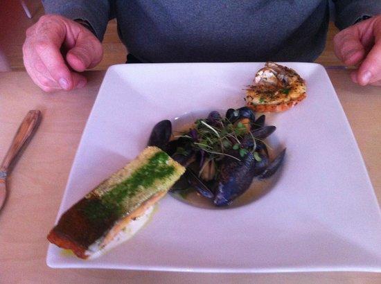 Fjalakotturinn : assiette de la mer, saumon, moules et langoustines