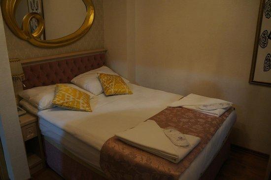 Sultans Royal Hotel: кровать