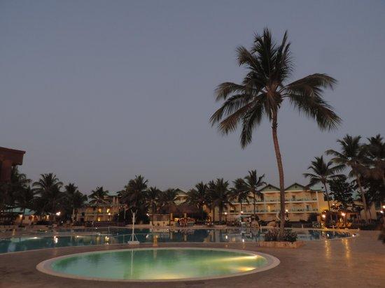 Dreams La Romana Resort & Spa : Middle pool and kids pool