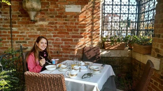 Hotel Palazzo Stern: Breakfast at the terrace