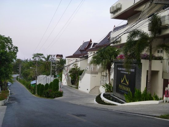 Phunawa Resort: Outside the Phunawa, looking down the road that leads to Karon