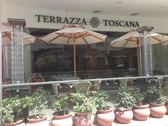 Terrazza Toscana: The Outdoor Patio