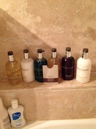 Paradise House: molton brown products, added touches :)