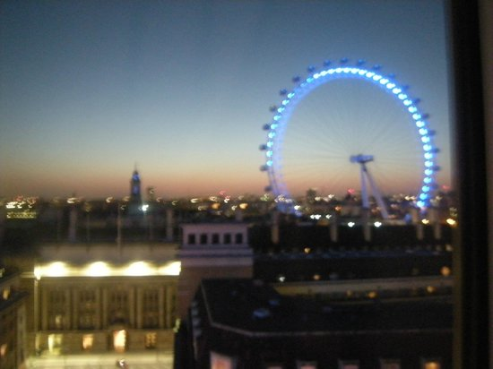 Premier Inn London Waterloo (Westminster Bridge) Hotel: View from our room.