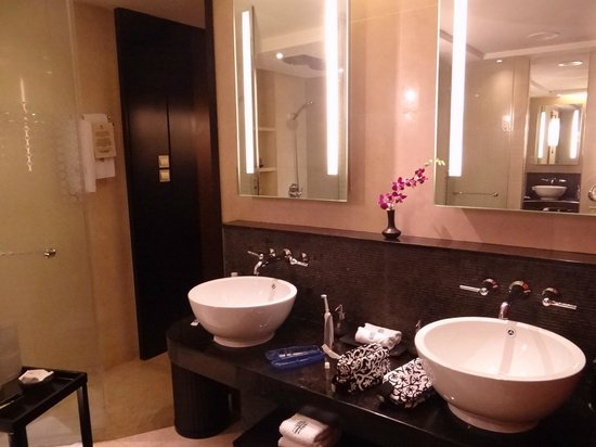 Banyan Tree Macau: Entry Level Suite 4