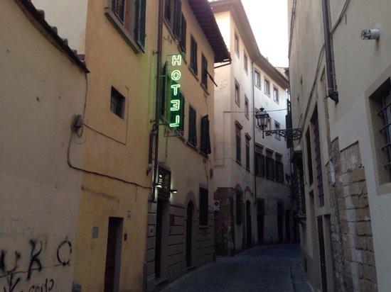 Hotel Santa Croce: Tucked away down a side street!!