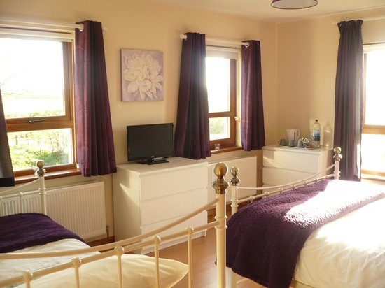 Maghernahar House B&B: triple room with mountain view.