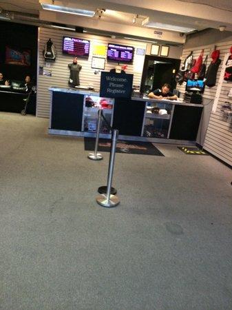 Vegas Indoor Skydiving : Cuando entras al edificio te registran, ésta es la entrada.