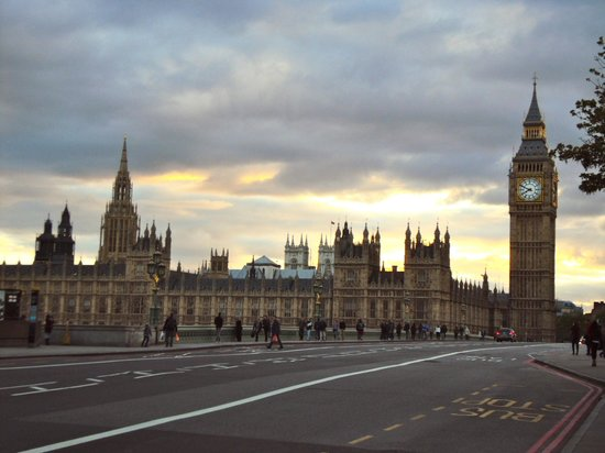 London Black Taxi Tours : View of Parliament
