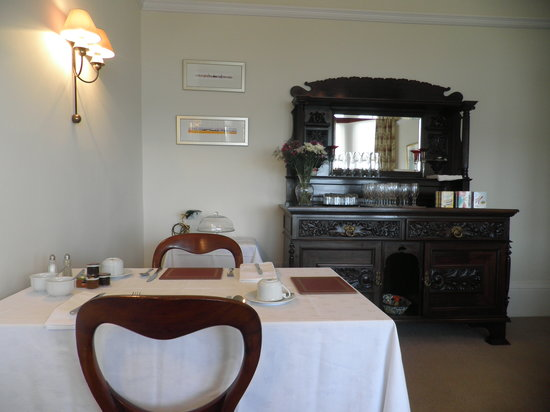 Douglas Park Guest House: Our dining room has stunning views over the River Clyde