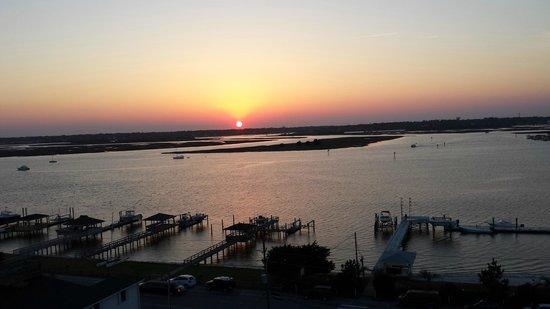 Blockade Runner Beach Resort: sunset