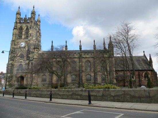 Stockport Metropolitan Borough Council, Town Hall: St Marys Church