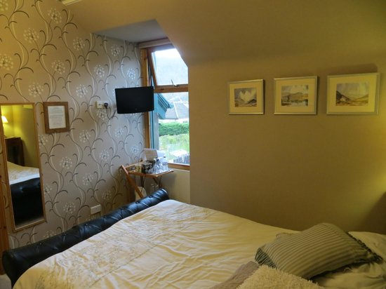 Cairngorm Guest House: Bedroom with view on nature reserve