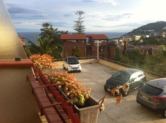Nyala Suite Hotel San Remo : Vue mer gachée