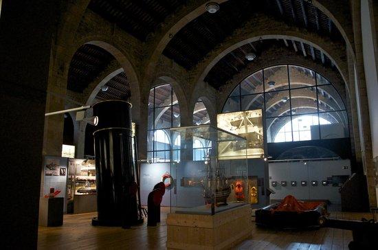 Museu Maritim : Este marco merece mejor pintura