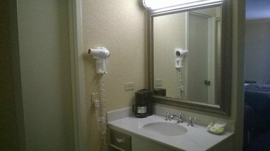 Lombard Motor Inn: room 108