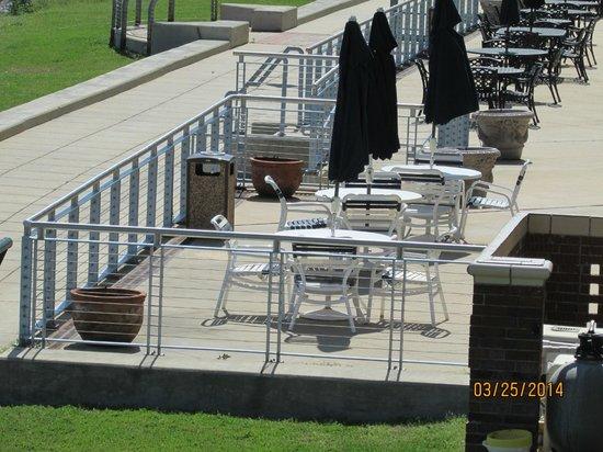 Comfort Suites : hotel outdoor patio