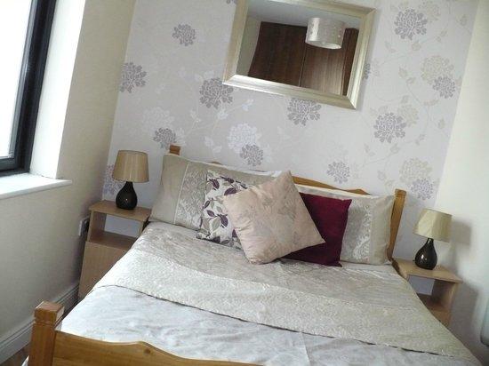 Arch House B&B & Apartments: Una delle due camere da letto