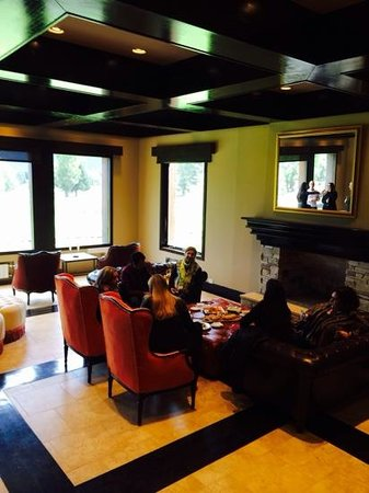 Arelauquen Lodge: main room