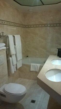 Hotel Metropole : badkamer (bathroom)