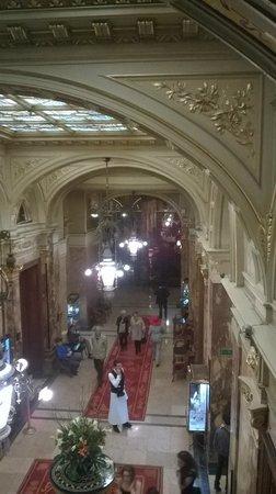 Hotel Metropole : lobby vanaf 1e etage (lobby from 1st floor)