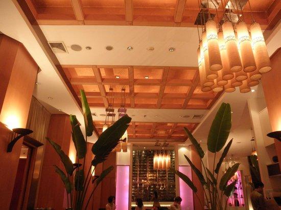 Sheraton Grande Sukhumvit, A Luxury Collection Hotel : インテリアが素晴らしいタイ料理のベイジル