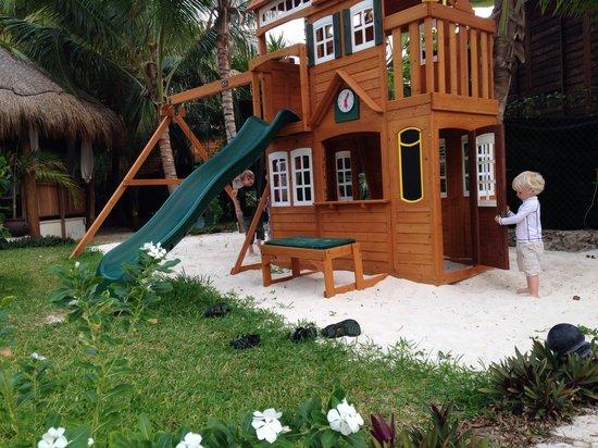 Petit Lafitte: Play area near dining